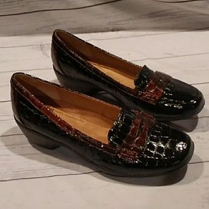 Soft spots crocodile loafers new size 8.5     0104